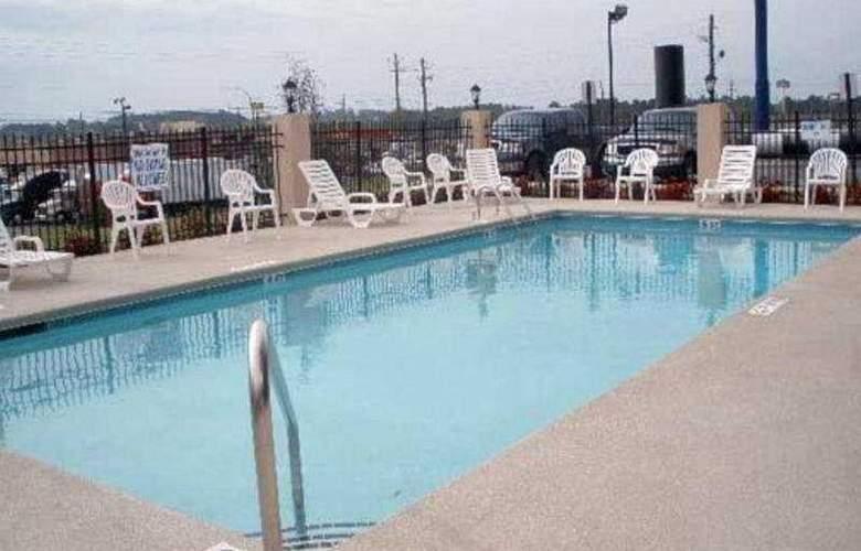 Comfort Suites Augusta - Pool - 5