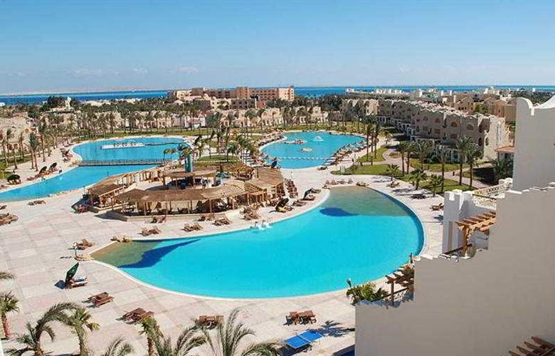 Royal Lagoons Aqua Park Resort and Spa - Pool - 10