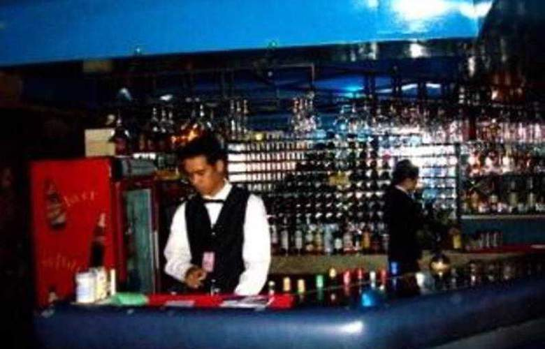 Camelot Hotel - Bar - 3