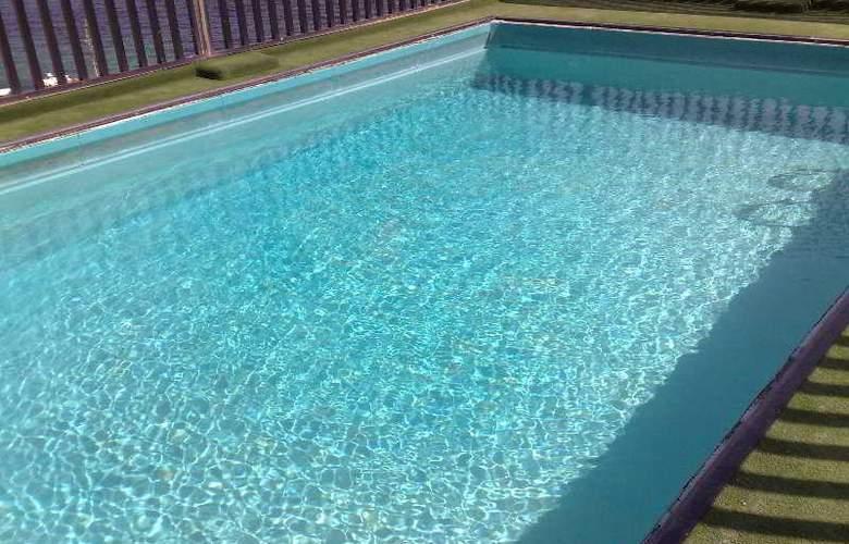 Relax Inn - Pool - 6