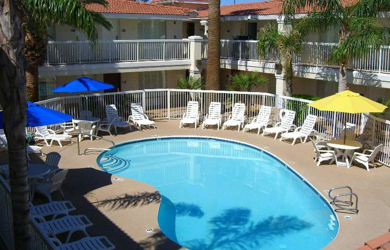 Hampton Inn & Suites Phoenix- Tempe -ASU - Pool - 8