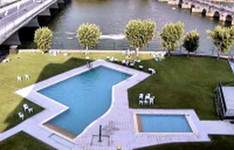 Grande Hotel Dom Dinis - Pool - 1