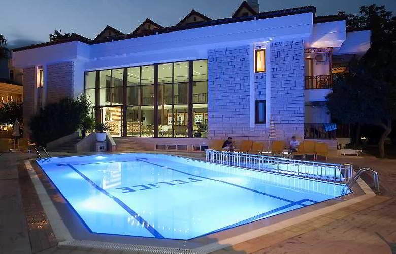 Felice Hotel - Pool - 21