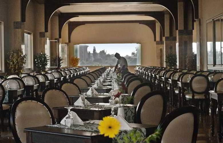 Crystal Sunset Luxury Resort & Spa - Restaurant - 23
