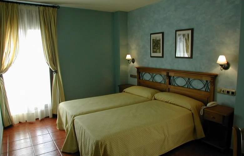Arnal - Room - 2