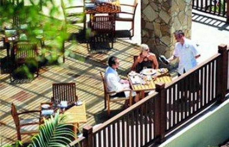 Pullman Palm Cove Sea Temple Resort & Spa - Terrace - 4