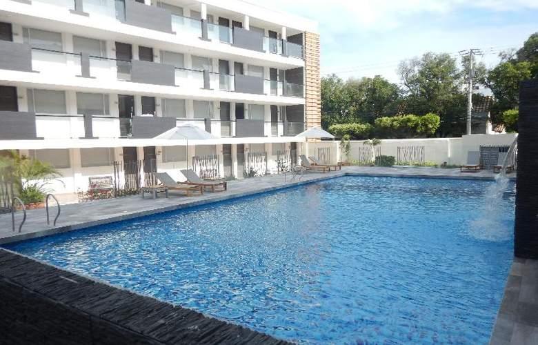 CasaBlanca - Pool - 39