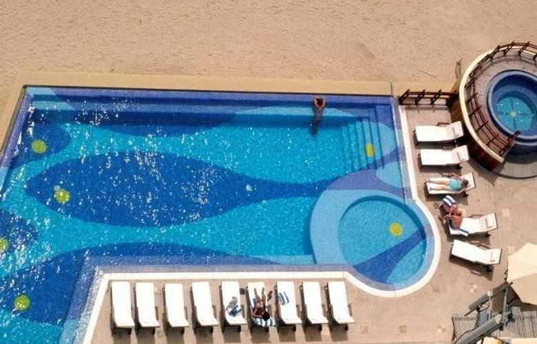 Torrenza Boutique Resort - Pool - 9