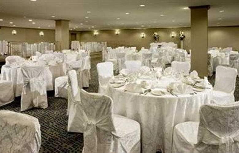 Hilton Mississauga/Meadowvale - Restaurant - 6