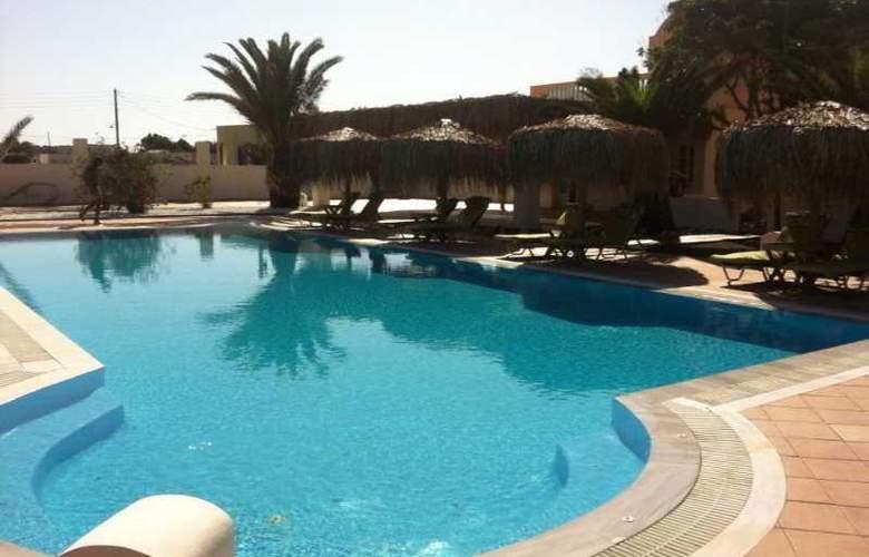 Jojo Beach Hotel & Bar - Pool - 11