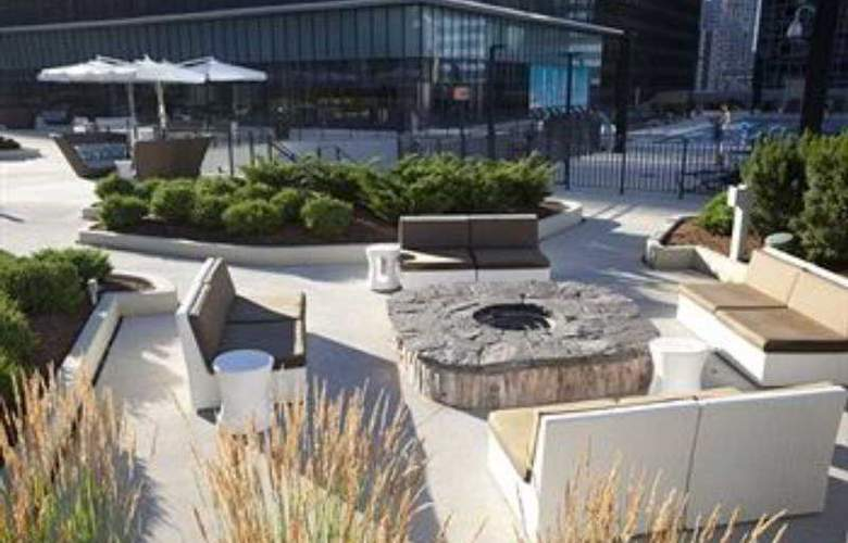 Radisson Blu Aqua Hotel - Terrace - 10
