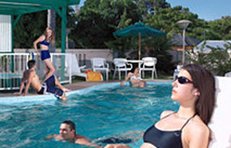 Metro Hotel Perth - Pool - 3