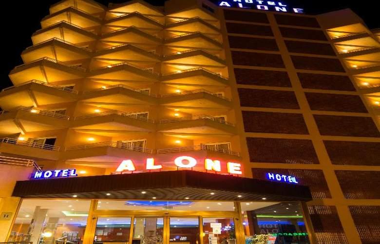 Alone - Hotel - 10