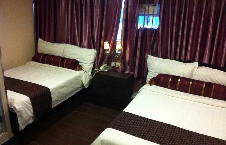 California Hotel - Room - 13