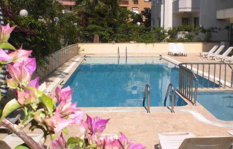 Lila Apart - Pool - 8
