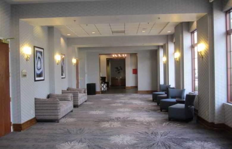 Hampton Inn Tropicana - Hotel - 16