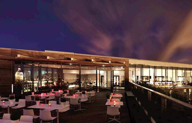 DoubleTree by Hilton Amsterdam Centraal Station - Terrace - 8