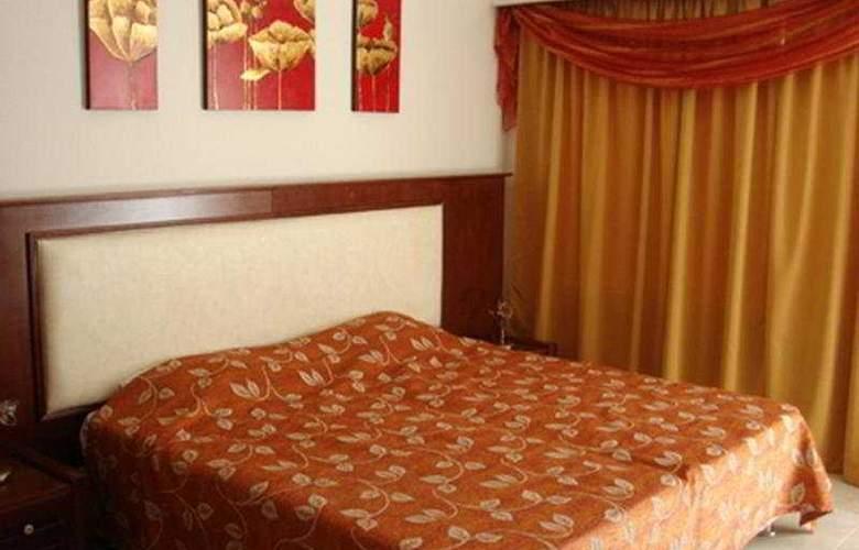 Euroxenia Royal Resort - Room - 4