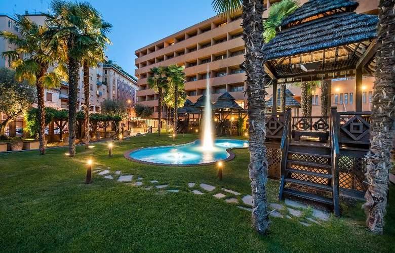 Royal Hotel Carlton - Terrace - 25