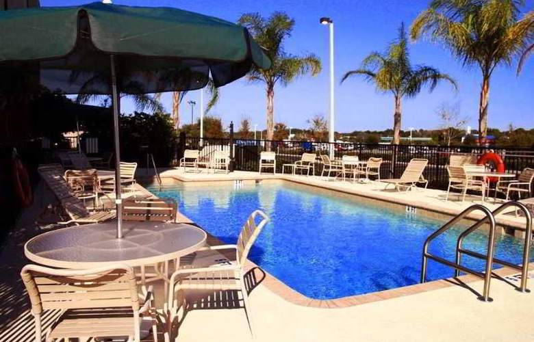 Hampton Inn & Suites Tampa-East - Pool - 1