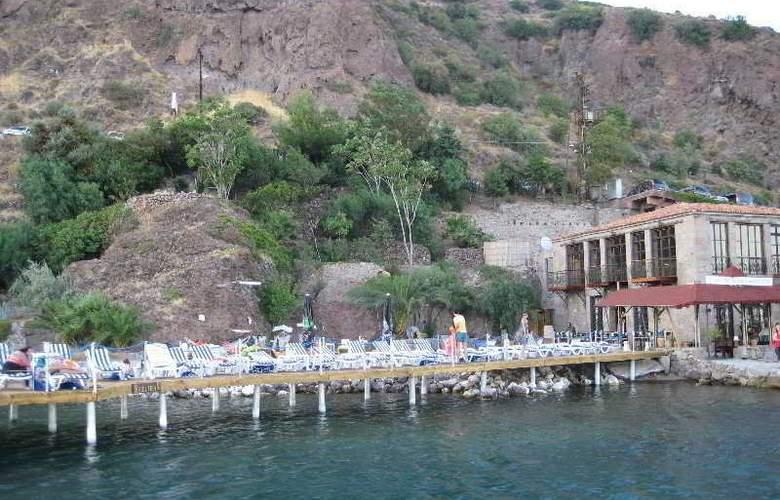 Assos Nazlihan Hotel - Terrace - 9