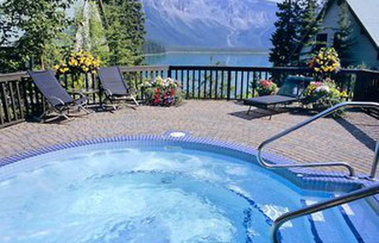 Emerald Lake Lodge - Pool - 4