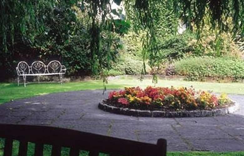 Auburn Lodge Hotel - Environment - 0