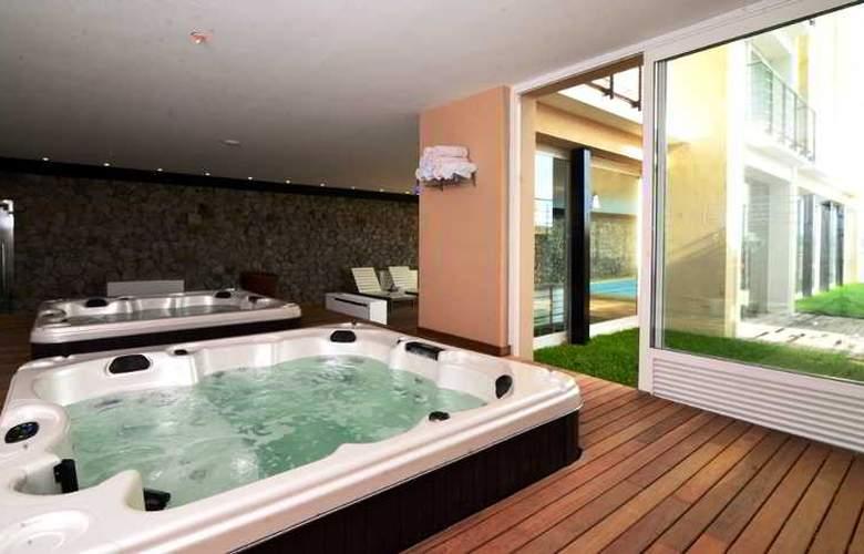 Radisson Colonia del Sacramento Hotel & Casino - Pool - 50