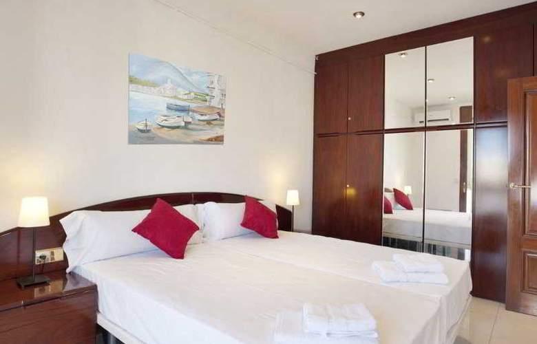Family Barcelona Apartments - Room - 7