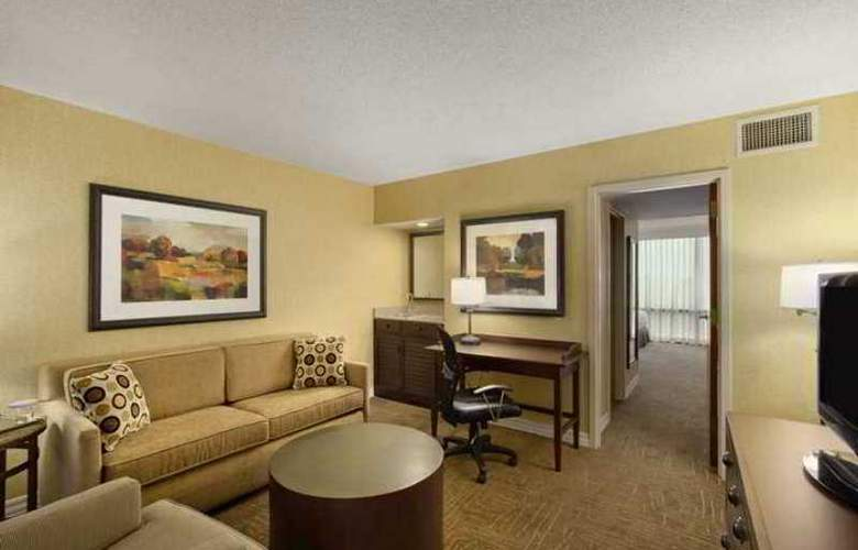 Hilton Suites Lexington Green - Hotel - 4