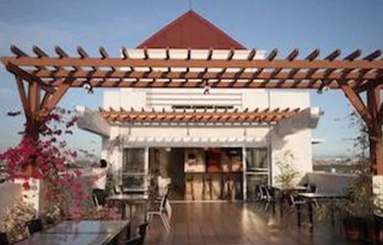 Nichols Airport Hotel - Bar - 3