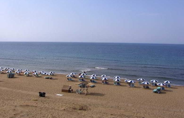 Blue Diamond - Beach - 8