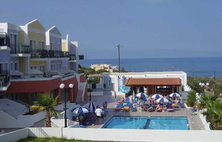 Camari Garden Hotel and Apartments - Hotel - 0