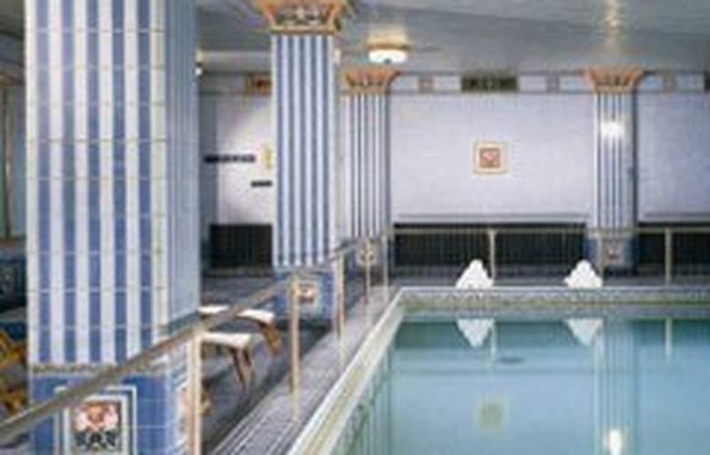 Millennium Biltmore - Pool - 3