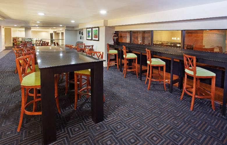 Holiday Inn Express & Suites Atlanta Downtown - Bar - 6