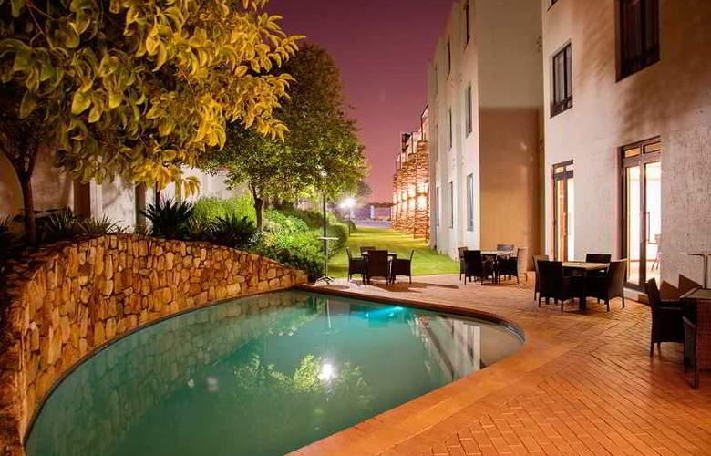 Premier Hotel Midrand - Pool - 1