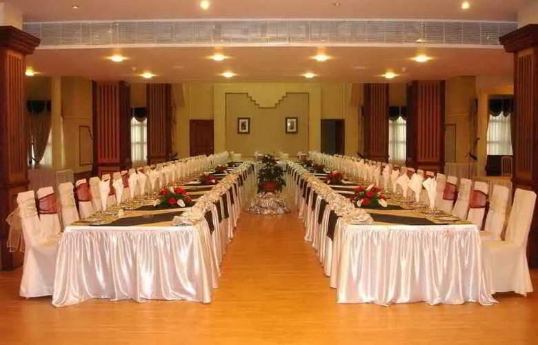 Le Grande Plaza - Restaurant - 10