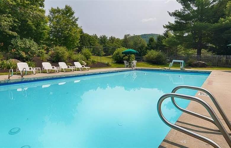 Best Western Plus Inn & Suites - Pool - 26