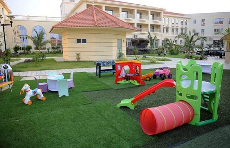 Ritz Victoria Garden - Terrace - 28