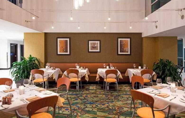 Crowne Plaza Tampa Westshore - Restaurant - 1