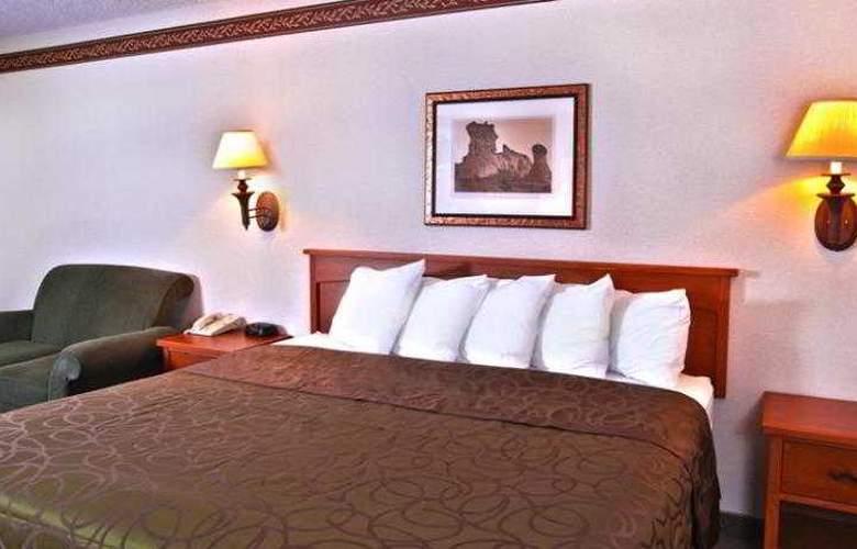 Best Western Town & Country Inn - Hotel - 48