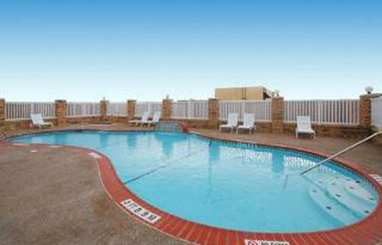 Comfort Suites Central - Pool - 6
