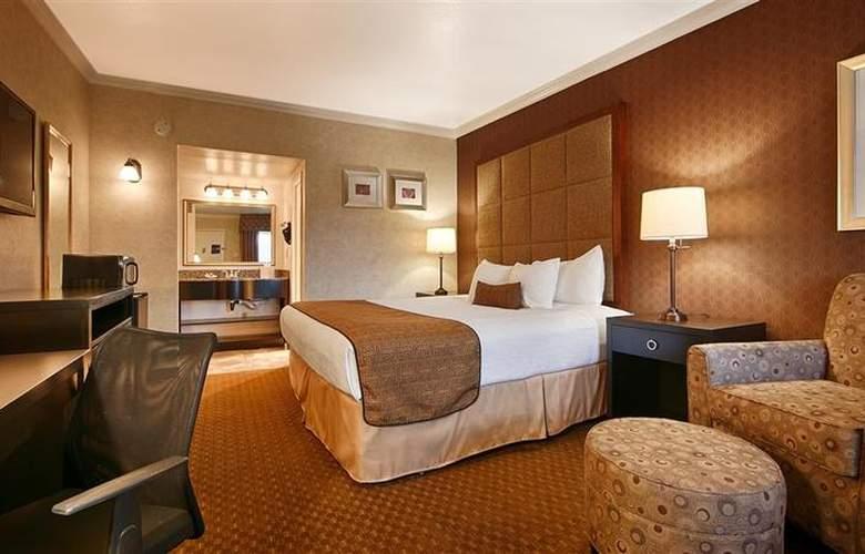 Best Western Plus Innsuites Phoenix Hotel & Suites - Room - 60