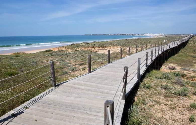 Bayside Salgados - Beach - 18