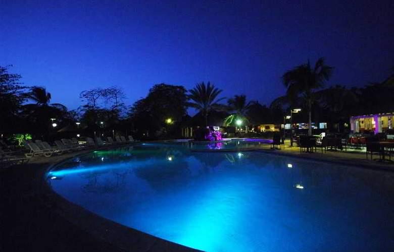 Royam Saly - Pool - 36