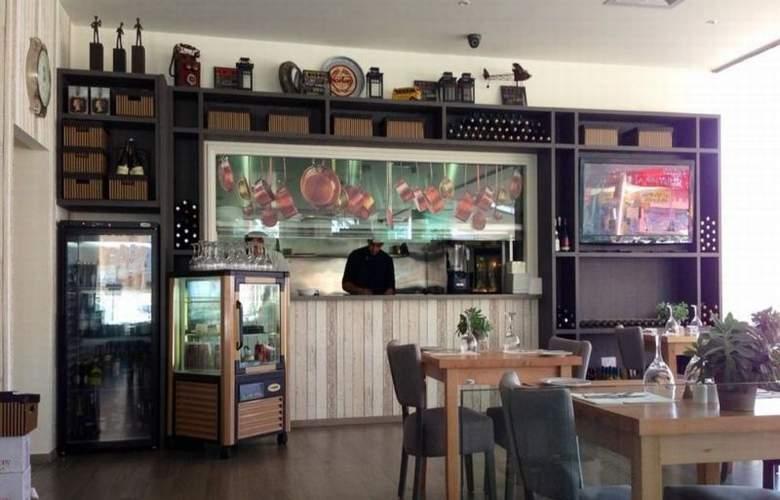 Melpo Antia - Restaurant - 15