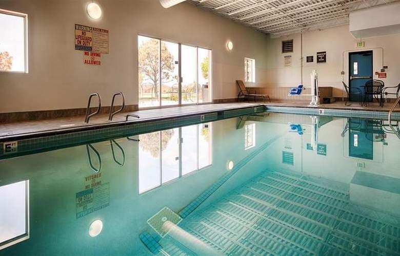 Best Western Brighton Inn - Pool - 9