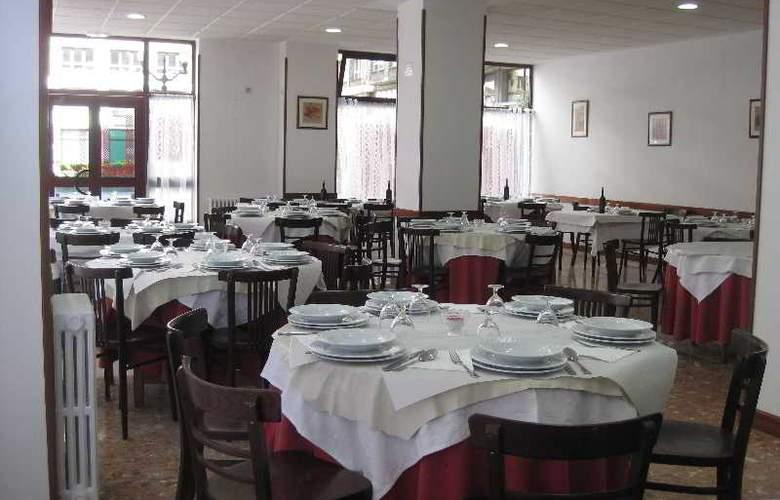 Acebos-Azabache Gijón - Restaurant - 13