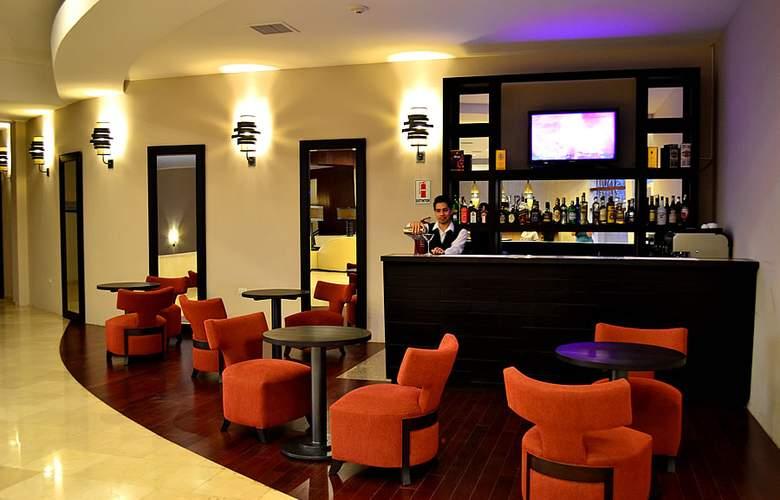 Sun Hotel - Bar - 1