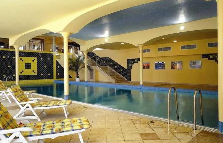 Top Hotel Praha - Pool - 3